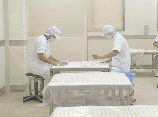 佐藤養助 製造工場見学コース 1.練る・小巻