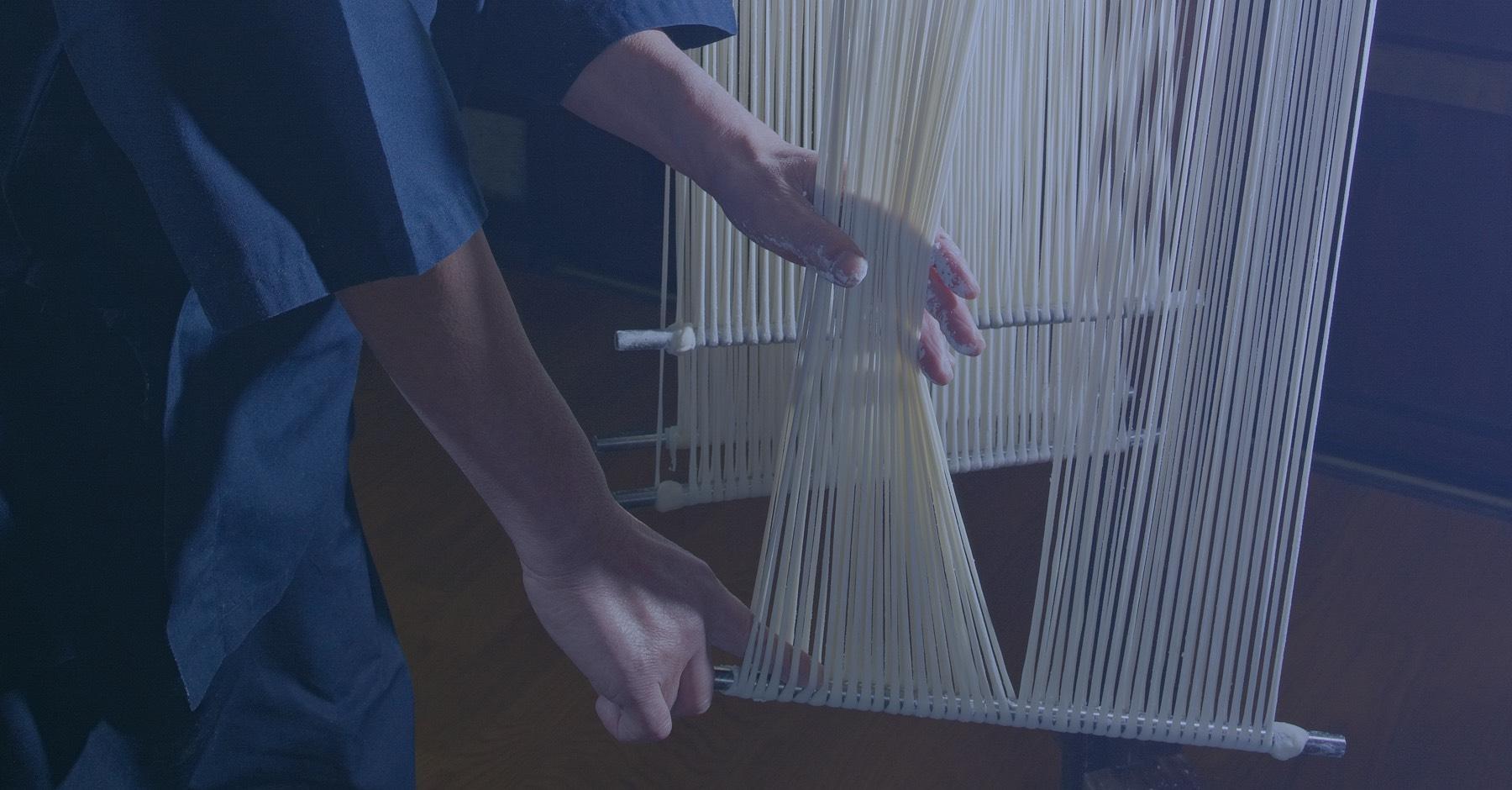 稲庭うどん 佐藤養助 メインイメージ 三百有余年の時を重ねた手作りの技術品